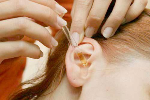 как вытащить таракана из уха