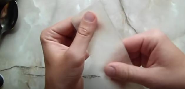 руки и бумага